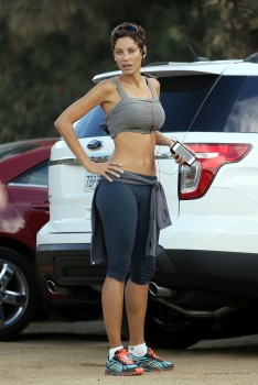 Nicole Murphy - Before Working-out At Runyan Canyon in LA