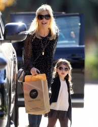 Sarah Michelle Gellar - out in Brentwood 12/27/13