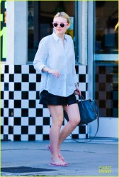 Dakota Fanning - at a nail salon in Studio City 12/27/13