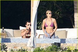 Jennifer Aniston & Courteney Cox - at a pool in Cabo San Lucas 12/28/13