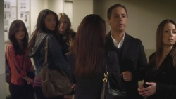 Holly Marie Combs-Pretty Little Liars S1:A Person of Intrest(Itunes)-Vidcaps