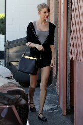 Taylor Swift - Heading to a dance studio in Los Angeles, California - 1/14/2014