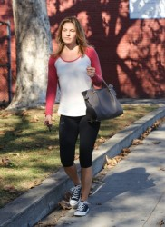 Ali Larter - heads to yoga class in West Hollywood 1/17/14