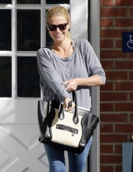 Gwyneth Paltrow - visits a medical building in Venice 1/17/14