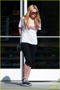 Amanda Bynes - Leaving a gas station in LA 1/28/14