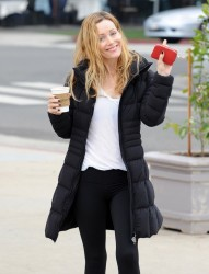Leslie Mann - Getting coffee in Brentwood 1/30/14