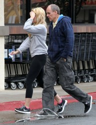 Amanda Bynes - Shopping at Albertson's in Thousand Oaks 3/2/14