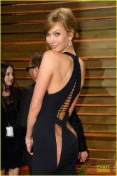 Karlie Kloss - Sneak Peek Of Her Backside at the 2014 Vanity Fair Oscar Party in West Hollywood 3/2/14