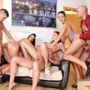 Simone bryster husholderske orgie