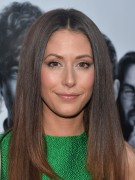 "Amanda Crew @ ""Silikon Valley"" Premiere in Hollywood 
