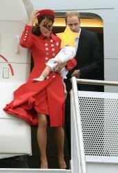 Kate Middleton villantás a reptéren, Új Zéland