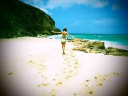 Taylor Swift - Bikini Twitter pic - very small photo, but nice!  - 4/21/14