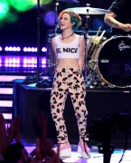 Hayley Williams - Sexy On American Idol - May 22 2014 *ADDS*