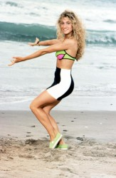 Sarah Jessica Parker: Exercising On The Beach: MQ x 1