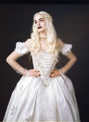 Anne Hathaway as the White Queen in Alice in Wonderland (photos and screencaps)