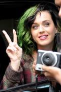 "Katy Perry - Visiting Fans In The ""Meat Packing"" District - New York July 10 2014"
