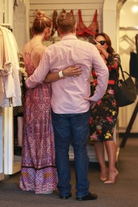 637ffb342186093 Jennifer Lopez and Leah Remini shopping at Fred Segal in L.A. (July 30, 2014) candids