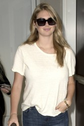 Kate Upton at LAX Airport 08-02-2014