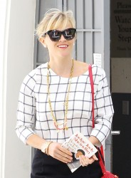 Reese Witherspoon leaving her office in Beverly Hills 08-05-2014