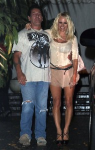 3d688d346464309 Pamela Anderson leaving Chateau Marmont in Los Angeles, August 20 x 21 HQs candids