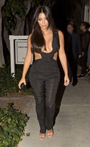 4f18ae346465424 Kim Kardashian leaving the Fig & Olive restaurant in West Hollywood, August 20 x 35 HQs candids