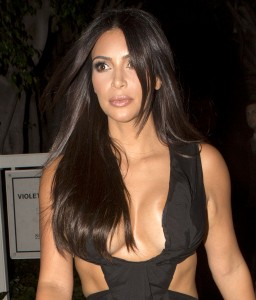 8ebcd1346465170 Kim Kardashian leaving the Fig & Olive restaurant in West Hollywood, August 20 x 35 HQs candids