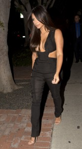 b138af346465658 Kim Kardashian leaving the Fig & Olive restaurant in West Hollywood, August 20 x 35 HQs candids