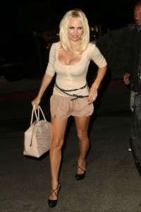 da8dd4346464412 Pamela Anderson leaving Chateau Marmont in Los Angeles, August 20 x 21 HQs candids