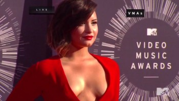 DEMI LOVATO - SUPER CLEAVAGE - 2014 MTV VMA's