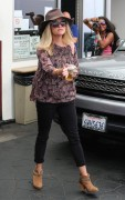 Reese Witherspoon stops by the Rossano Ferretti HairSpa in Beverly Hills, California on September 4-2014 x213