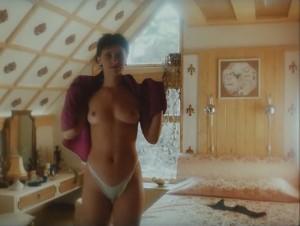porno-video-devushka-v-kozhe