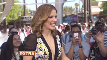SOPHIA BUSH - CLEAVAGE - Extra 09,25,14