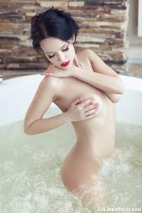 http://thumbnails110.imagebam.com/35449/edc6a5354483197.jpg