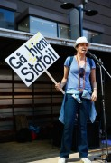 Lucy Lawless - Waiho Papa Moana Hikoi Protest To Stop Deep Sea Oil Drilling 30.9.2014 (pokies)