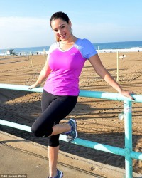 Kelly Brook - Skechers Pier To Pier Friendship Walk 10/26/14