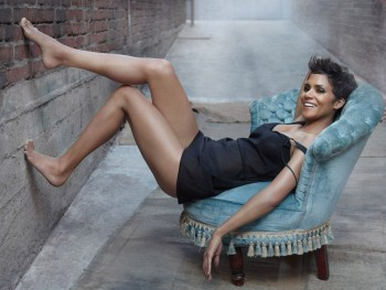 Halle Berry - Cute Wallpaper - 1600 x 1200 - x 1
