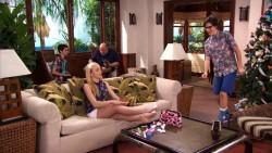 """Peyton Roi List - """"Jessie Aloha Holidays"""" S3E26 *LEGGY*"""