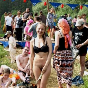 фото голый фестиваль