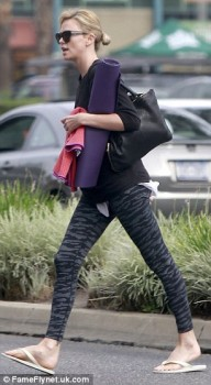 Charlize Theron leaves Yoga Class - Beverly Hills - x 6 lq