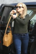 Reese Witherspoon Keeps busy in Venice December 14-2014 x28