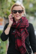 Reese Witherspoon gets some lunch to-go in Brentwood, California on December 7-2014 x31