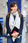 Jennifer Garner and her nanny Christmas shopping Santa Monica December 18-2014 x17
