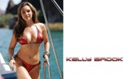 Kelly Brook : Very Skimpy Bikini Wallpapers x 4