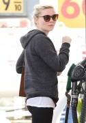 Kirsten Dunst pumping gas in Los Angeles December 20-2014 x24