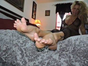 Blonde milf foot fetish