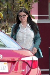 Ariel Winter - On Set of 'Modern Family'  1/8/2015