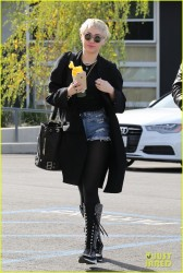 Miley Cyrus - Going to a meeting in LA 1/16/15