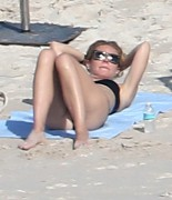 Gwyneth Paltrow a black bikini while on the beach in Cabo San Lucas Mexico January 18-2015 x30