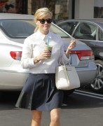 Reese Witherspoon picks up some drinks in Brentwood February 4-2015 x8