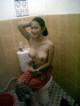 bugil kamar mandi 2